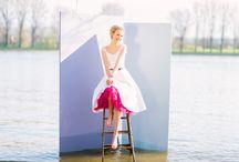 noni Brautkleider 2017 / Für die neue Brautmodenkollektion 2017 haben wir 6 neue Brautkleider im beliebten noni Design entwickelt. Kurze, schlichte Hochzeitskleider mit raffinierten Details und kräftigen Farben, dazu zarte Stoffe wie Organza oder Tüll.