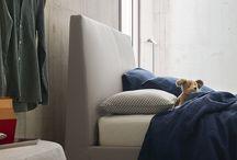 Letti - Ralph / Linee intramontabili per il letto imbottito che stupisce nei particolari con diverse cuciture disponibili. Ampia gamma di misure disponibili, anche con contenitore.