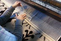 L'Arte della Tessitura / La nostra visione del tessuto è armonia: inizia dalla selezione dei filati migliori, prosegue con la scelta della tecnica da adottare per rendere al meglio la coesione con i materiali utilizzati e poi si finalizza nella lavorazione eseguita da mani esperte.