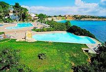 Piscine.//  Swimming Pools. / L'Hotel Punta Negra**** delizia i propri clienti con due meravigliose piscine ad acqua marina.
