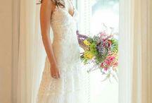 Mini Wedding / Inspirações de vestidos, penteados e decoração para mini wedding