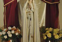 Bunda Maria Fatima / Peristiwa penampakan Bunda Maria tahun 1917 kepada 3 anak gembala di Fatima, Lucia dos Santos (10), Francisco Marto (9) dan Jacinta Marto (7), sudah dikenal di kalangan Gereja Katolik. Sepanjang penampakannya di Fatima, Bunda Maria selalu menyerukan 1 hal, yaitu PERTOBATAN.