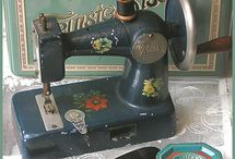 Sewing Machine Addiction / Crazy for old sewing machines...