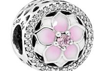 spring charms / Spring Charms - Recording the season of growth 2017 PANDORA Collection! Let your creative side bloom with our selection of PANDORA JEWELLERY!