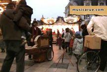 orgue de barbarie / j'adore cet instrument et le son qu'il produit.