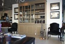 Cupboards and shelves / Udvalg af vores vitrineskabe, reoler og kommoder