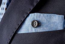 Ebony Limited Edition / Collezione esclusiva di pochette di lino e bottone di ebano.  Edizione limitata di 99 pezzi unici nelle tre varianti colore, azzurro, rosa e bianco.  Accessorio che fonde l'eccellenza artigianale italiana con i dettagli più inaspettati, la pochette è racchiusa in un'elegante scatola quadrata di colore bianco calligrafata a mano, scrigno di un prodotto votato all'eccellenza.  #eyeletmilano #pocketsquares #madeinitaly #limitededition #ebonycollection