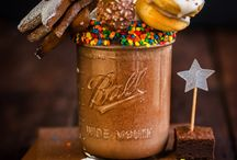 "Freak Shakes / Freakshakes (or ""monster-melkskommels"") have been hailed by Sarie Tydskrif as one of the trends for 2017. Oevermeer Bistro which will be opening in the first quarter of 2017 at Kloofzicht Lodge and Spa is therefore right on track!"