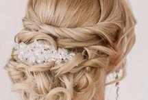 Włosy upięcie z broszką