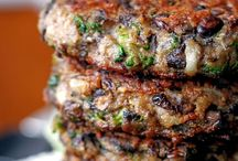 Ultimate Veggie Burgers / Vegetarian burgers which I would like to cook and put in my mouth.
