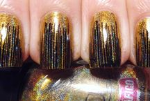 NAIL ART design / It glitters, it shines, it's simply FABULOUS! With just a TOUCH OF GOLD you can make the work WORKING!