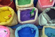 Oxizi, pigmenti pulbere / Oxide, powder pigments / Pigmentii pentru pictura pot fi incorporati in orice mediu vascos (usor dens) cum ar fi vopsea, lac, ulei sau pasta. Ei sunt pigmenti de calitate superioara, ultramicronizati.Ideali pentru tehnica picturii icoanelor pe lemn, tehnica al seco, fresco. Se pot aplica cu pensula pe uscat si apoi lipiti sau gumati pe o suprafata adeziva, cum ar fi argila sau plastilina.Gama noastra de pigmenti pentru arta contine peste 50 de culori, fiind ambalati in gramaje cuprinse intre 50gr 25kg.