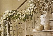 Decorating Your Stairs for the Holidays / Festive decorative ideas for your stairs.