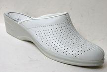 ROMIKA - Incaltaminte Medicala (saboti medicali) / Sabotii medicali ROMIKA comercializati de IncaltaminteMedicala.ro sunt realizati din materiale de inalta calitate si au fost creati special pentru a oferi o protectie cat mai buna piciorului si un confort ridicat. Sabotii sunt realizati din piele naturala, talpile sunt rezistente si flexibile. http://incaltamintemedicala.ro/Romika