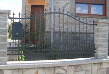 Kovácsoltvas kerítések / Kovácsoltvas kerítés - szépség és elegancia, mely egyben meg is védi otthonát. Termékeink: http://www.kovacsoltvas-kerites-korlat.hu/kovacsoltvaskerites.html