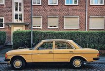 Hamburg: Oldtimer Cars parked in front of beautiful facades