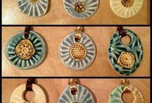 collares y botones ceramica
