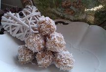 Raw cukroví (kuličky, sušenky, tyčinky...)