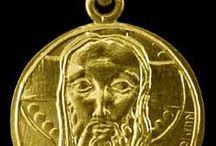 Médailles de Baptême / Baptism Gifts / Christ / or 18 k / Présentation de nos modèles de médailles de Baptême fabriquées dans notre atelier à Paris