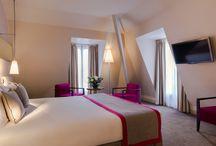 HOTEL LE DERBY ALMA / Un hôtel haute couture niché au cœur de la capitale de la mode, à quelques enjambés seulement de la Tour Eiffel et des Champs-Elysées. L'hôtel Le Derby Alma vous invite pour un moment hors du temps, dans le luxe et la beauté, un hôtel sur mesure pour les amoureux de la mode.