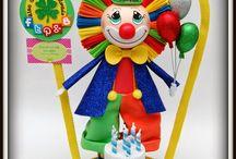 Fofucho Payaso Cumpleañero Parque Infantil Burbujas / En el Parque Infantil Burbujas tienen nueva mascota, es nuestro simpático payasito acompañado de una tarta de cumpleaños. Esperamos que les haya gustado nuestro regalo y a vosotros también.