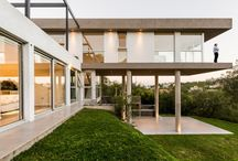 house on tilts