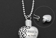 Cremation Jewelry Ashes Holders Memorials / Keep your lost loved ones close to your heart with cremation ashes holder jewelry