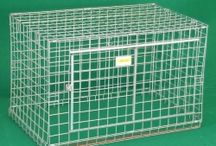 Dog Crates / We have Crates for dogs, cats or other animals in mesh or in sheet metal, of various shapes and sizes. We can also produce customized dog car cages in mesh: for a quote send a drawing with shape and dimensions via fax or e-mail.