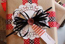 Geschenk verpacken und Karten