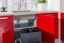kuchyňa: Cora + Iris vyhotovenie: Dub Nelson / Chilli Red vysoký lesk