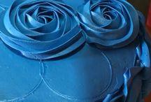 Make circle on cake for rosette