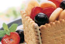 Τα Γλυκά / Εμπνευστείτε για να φτιάξετε τις πιο λαχταριστές, γλυκές συνταγές με τα αγαπημένα προϊόντα Παπαδοπούλου που θα συναρπάσουν μικρούς και μεγάλους!  Η συνταγή μας…επιτυχία σας!
