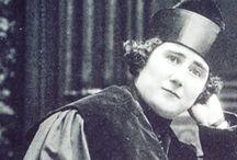 Biografías Mujeres en la Historia   Audiovisuales