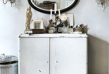Shabby chic / Romantic, flowers and white. It´s shabby chic.