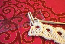 Crochet: Broomstick lace / Kavelvirkning / langettvirkning (in Swedish) -  Varrasvirkkaus / Puikkovirkkaus (in Finnish)