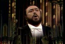 Luciano Pavarotti / byl světoznámý operní zpěvák, přezdívaný  - král vysokého C -
