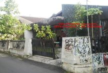 DI JUAL TANAH LUAS DENGAN BANGUNAN DI JAKAL KM 8 BANTENG / Di jual rumah dengan kapasitas tanah yang sangat luas di daerah banteng. LT: 303 m2, LD: 15 m LB: 230m2. KT: 4 KM:2. Halaman depan asri, dapur besar, garasi 2 mobil, gudang, ruang keluarga, ruang tamu dan ruang santai didepan. Alamat: JL Kaliurang km 8 Banteng Yogyakarta.  Harga: 1,4 M (nego). Serius call or WA: 087831033434 / 085878777763 Pin BB: 5227D4EE #silahkan cek kelengkapan gambar di album FB: omah properti Jogjakarta