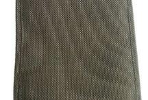 NVG- und Optik-Taschen / Im Kampf bei eingeschränkter Sicht tragen Nachtsichtgeräte, kurz NVG wesentlich zum Erfolg bei. In Kombination mit Laserlichtmodulen (LLM) oder anderen optischen Visieren sind sie eine wertvolle Ergänzung der Bewaffnung. Manchmal muss die Ausrüstung aber am Mann verstaut werden, hierfür bieten wir geeignete Taschen die auch Ersatzteile und Reinigungsmittel aufnehmen können von WARRIOR, ZentauroN und 75Tactical an.