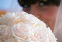 Martina e Nicholas atmosfere in Tiffany / Sobria atmosfera una luce surrele per un wedding con rose  e ortensie bianche e un tocco di Tiffany