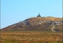 Les Monts d'Arrée / harmante et cocoon petite maison bretonne aménagée en gîte 1, 2, 3 personnes située entre les Monts d'Arrée et la mer. Le gîte est un bon point de départ pour découvrir le patrimoine riche de la Bretagne intérieure tout en étant à moins de 30 min de la Baie de Morlaix. La maisonnette vous accueille en toutes saisons à petit prix. Tel 0298782578 Consultez notre site internet http://www.gitesenbretagne.net