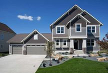 Raliegh Style Model Home / Instantly you will feel the warmth and coziness of this 4,334 sq.ft. home. Its combination of engineered flooring, honed granite countertops, and cherry cabinets will catch your heart instantly.