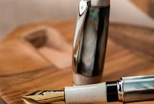 Design Fountain Pens / Wood and Mood has created a limited edition serie of fountain pens, in different materials: black and white mother of pearl and different selected and precious woods. Everything is a unique piece.