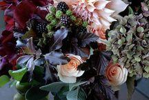 Flores em jarras