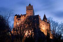 Castello Dracula / Il famoso castello di Dracula Bran, una pugnace fortezza costruita su una roccia che offre una vista meravigliosa