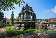 Pawon Tample / Candi Pawon / Bukan hanya menjadi candi termungil jika dibandingan Candi Pawon dan Borobudur, Candi Pawon juga menjadi titik tengah atau poros dari dua candi tersebut. Candi dengan keunikan lubang angin di dindingnya ini memiliki beragam kisah tentang asal-usul namanya.