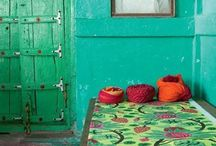 Redoing downstairs living room Indian style / Ideas to transform my blah living room with beige walls into a cozy room with a kaleidoscope of color and patterns a la Hindustani / by Alicia Añino