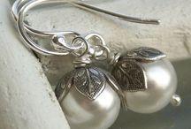 INSPIROIVAT KORUT / Jewelry That Inspires / Ihania koruja, jotka jollakin tapaa puhuttelevat ja herättävät mielenkiinnon:)