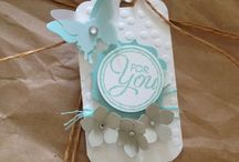 Scalloped tag topper