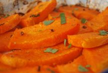 Roasted Pumpkin with Sage and Green & Pink Pepper / Pumpkin actually have it all: is has a nice starchy texture, a balanced sweet and savor flavor and it is easy to cook. It is low in calories and very high in vitamin A and antioxidants and a good source of copper and calcium. It definitely should be more present on our tables. This dish is vegan, oil-free, gluten-free, nut-free, soy-free and minimalist cooking.