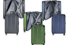 Reisekoffer Hartschale mit Rollen / Wohin die nächste Reise auch geht, ein Koffer muss sein. Ob klein und handlich als Handgepäck oder XL für viele Sachen, für jeden Bedarf gibt es den passenden Reisekoffer. In unserer Kollektion haben wir schöne und praktische Koffer zusammengestellt. Koffer mit 4 Rollen für Damen und Herren, Koffer mit TSA Sicherheitsschloss, Reisetaschen, Travelite Reisekoffer, Titan Reisekoffer.